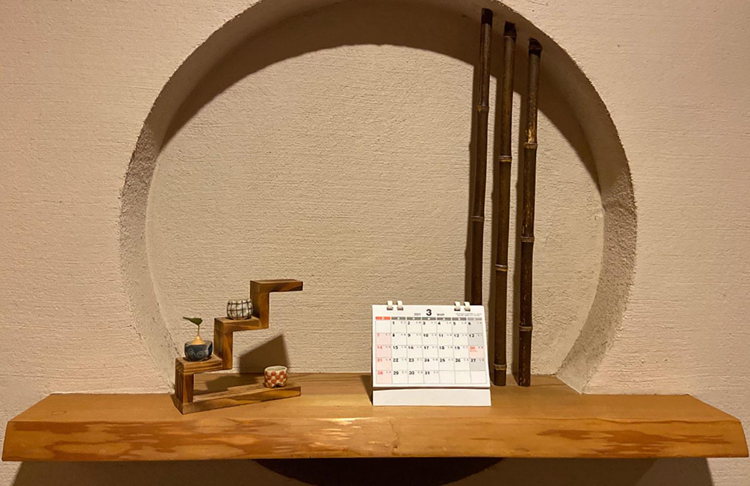家族みんなの予定がシールで華やかに!スケジュールシール付きカレンダー。