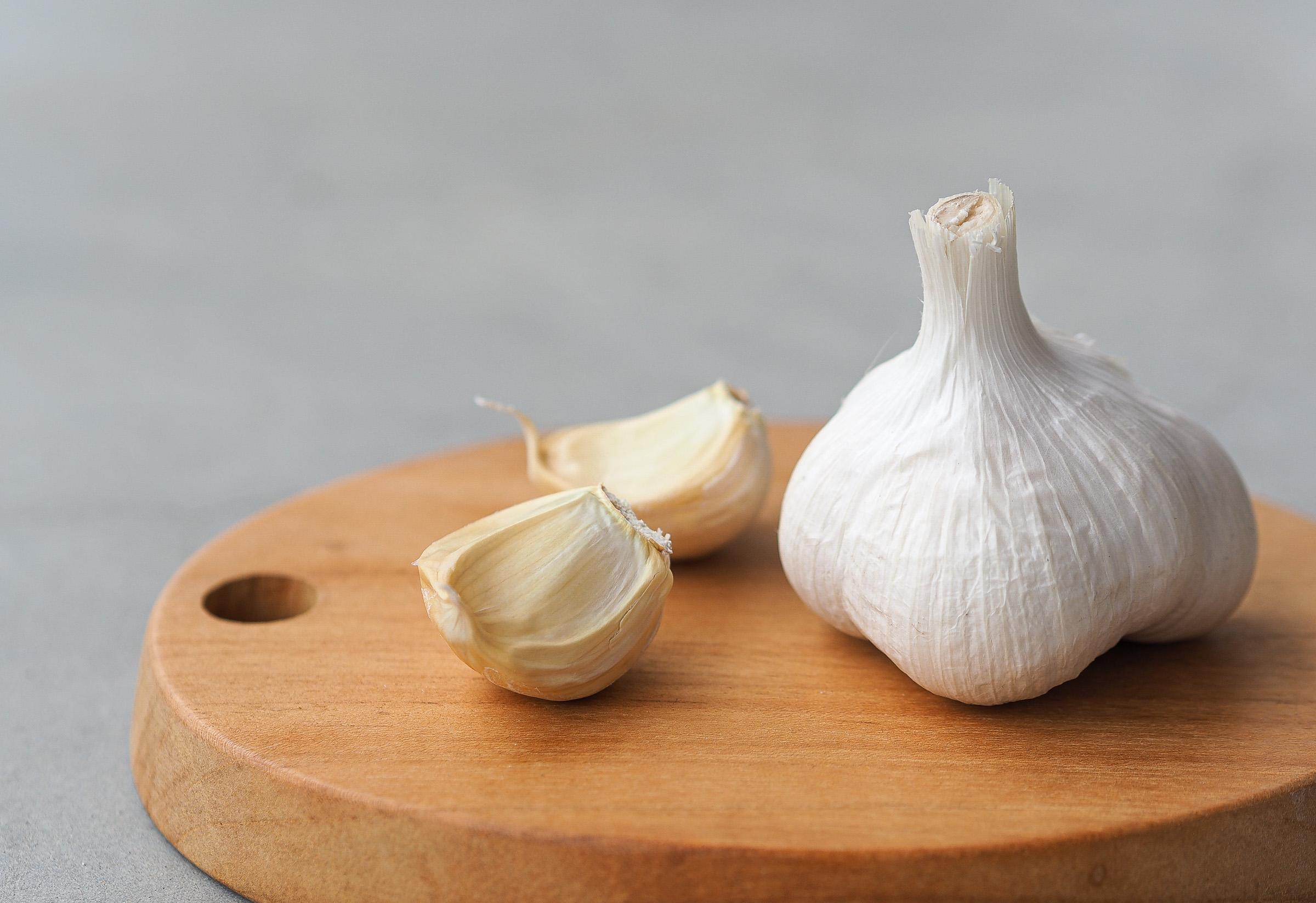夏バテしないで元気に過ごすためのスタミナ源に、旬のにんにくを使った常備菜を作ってみましょう。